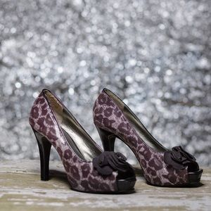 Nine & Co Leopard print heel with flower toe